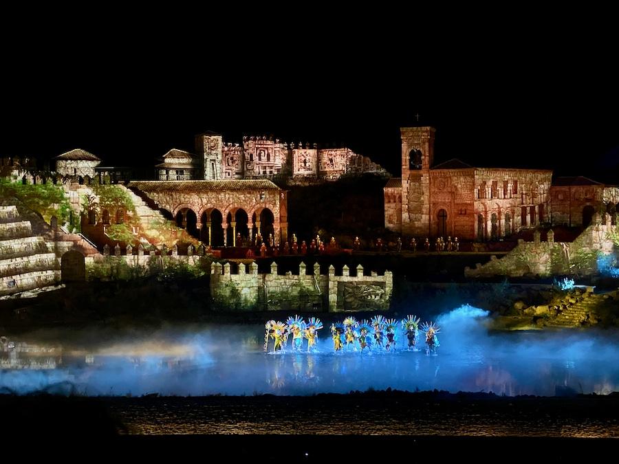 Escena de las colonias americanas del espectáculo El Sueño de Toledo en Puy du Fou España