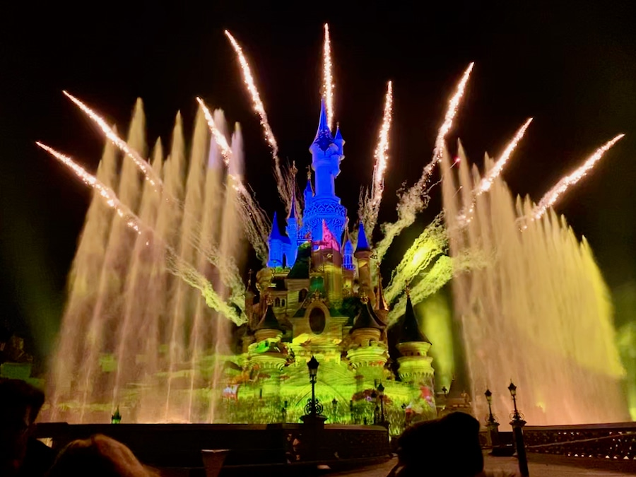 Espectáculo nocturno Disney Illuminations en Disneyland Paris
