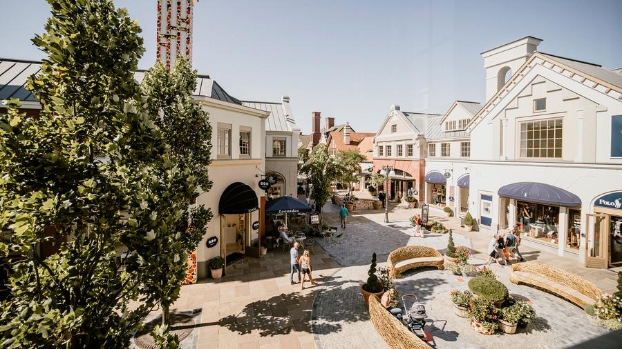 La Roca Village similar a la zona de tiendas de Hard Rock Entertainment World