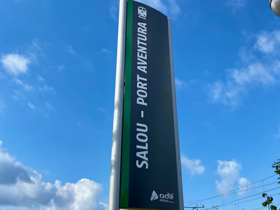 Cartel de la estación de tren Salou Port Aventura