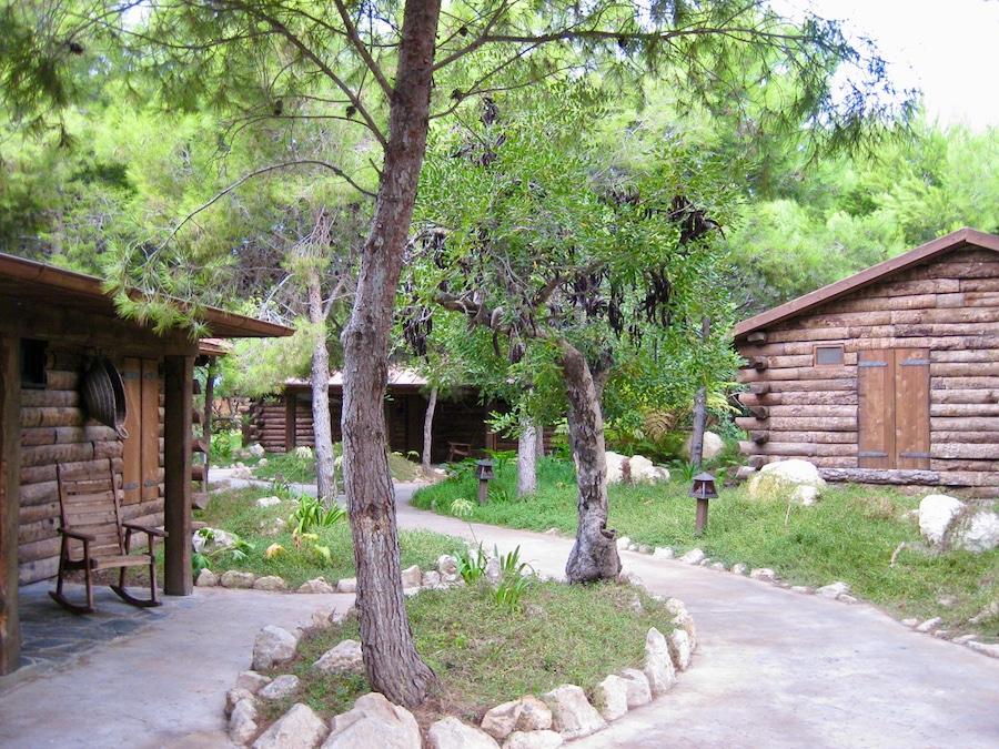 Exterior de las Cabañas River Bungalows del Hotel Colorado Creek