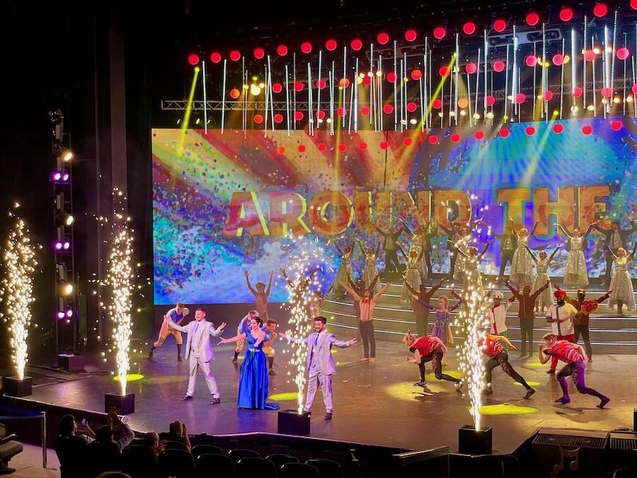 Espectáculo Around the World en el Gran Teatro Imperial de PortAventura 2021