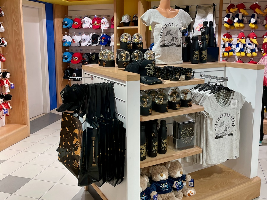 Tienda de PortAventura con productos del 25 aniversario