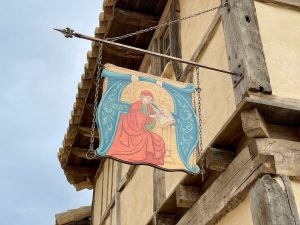 Cartel del Amanuense Iluminador tienda en La Puebla Real de Puy du Fou España