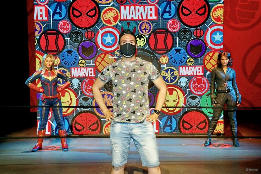 Foto a distancia con Capitana Marvel y Viuda Negra en Disneyland Paris 2021