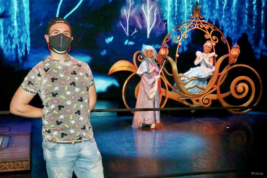 Foto con Cenicienta y el Hada Madrina a distancia en Disneyland Paris 2021