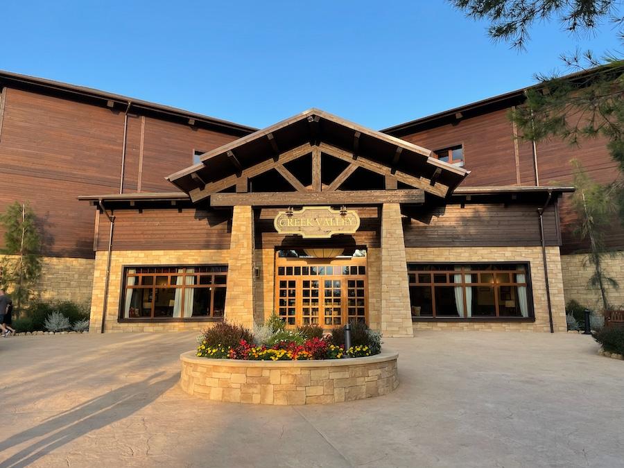 Exterior del edificio Creek Valley del Hotel Colorado Creek en PortAventura